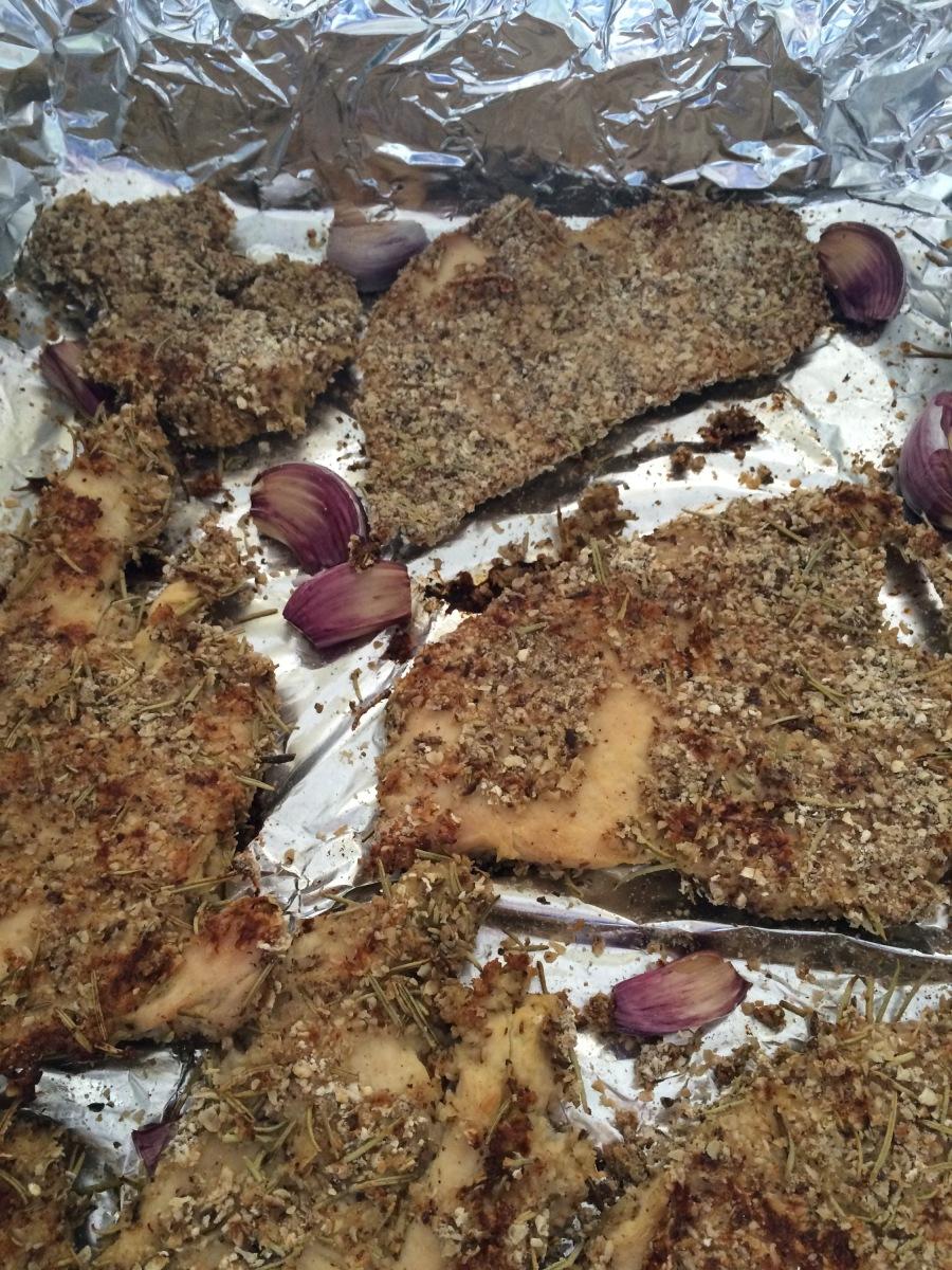 Filé de frango em crosta de aveia, linhaça e alecrim